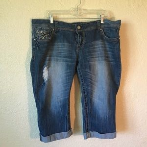 Amethyst Distressed Capri pants